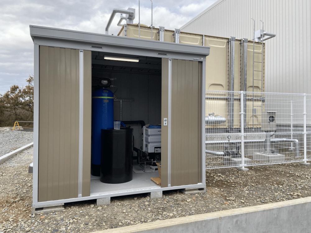 食品工場での大型軟水装置